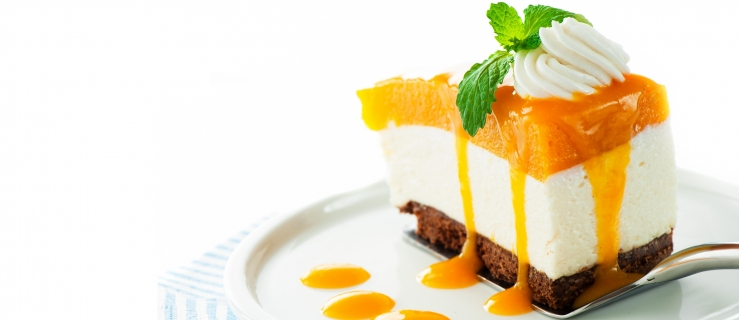 Tvarohový dort zdobený ovocem s agarovou polevou